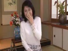 熟女ナンパ 真っ白な肌に綺麗な顔立ちの清楚で上品な五十路の美人妻が何年...