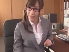 メガネ痴女OLに網タイツ足コキ攻めされるM男動画