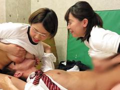 痴女 巨乳女子校生2人が体操服にブルマ姿で男子をハーレム責め! 乳首舐め...