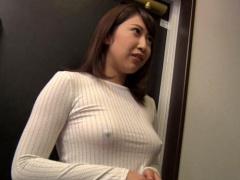 巨乳人妻 胸ポチでノーブラの隣人若妻に痴女られる!