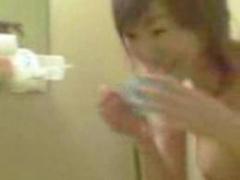お宝 かなりの美乳! ! 陰毛モロ見せの自宅でのシャワー動画