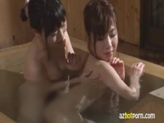 温泉旅館のお風呂で巨乳女子から誘われてレズセックス