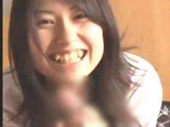 八重歯が可愛いJKがホテルで淫らにフェラチオ
