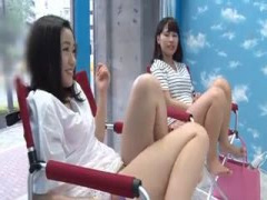 二人の美少女が自ら電マをあててオナニーしているところでセンズリしちゃ...