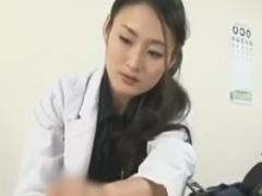 痴熟女医の乳首責めと手コキ、フェラチオで強制射精させられるM男の動画