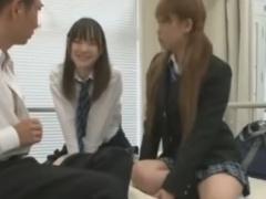 小悪魔風の痴女JK2人組に手コキぜめされちゃうM男動画