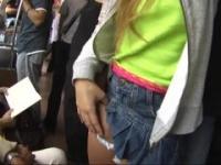 盗撮 埼京線でパンチラ上等なミニスカギャルがいたので背後から…