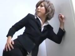 黒ギャルOL痴女のパンスト素股&尻コキで強制射精させられるM男動画