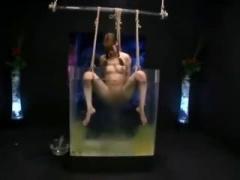 鬼畜すぎる緊縛プレイ! 飲尿させたりう〇こを出した水を飲ませるスカトロ動画
