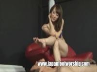 痴女すぎるお姉さん、広瀬奈々美が足だけを使って美脚責め