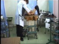 清楚なショートカットが産婦人科医から執拗な手マン