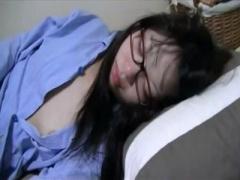 無修正 眠姦昏睡盗撮 エロは絶対にNGな素人メガネ真面目な彼女がお泊り爆...