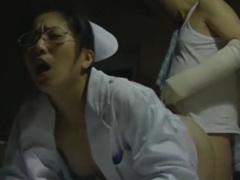 ヘンリー塚本 ナースが患者さんと後背位 こうはいい でデカマラ、まんこに...