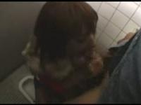 ギャルがトイレで玉舐めフェラごっくん口内発射