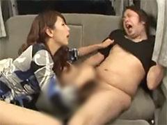 四十路 カーSEX 車の中で美人な痴熟女に乳首をグリグリつねられ悶絶してる...