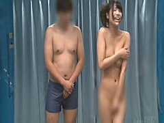 友達同士で新年野球拳大会! ! 全裸にさせられちゃった美少女、彼氏が居る...