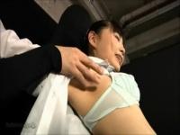 緊縛 両手両足を拘束された女学生風のコスプレ美少女が体全体をいじられま...