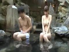 プルプルおっぱいがえろすぎな美女 巨乳 美乳 露天風呂 温泉
