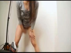 女性のオシッコを飲んだり便所ブラシを舐めたり変態女装子 エロ動画