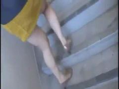 隠れ巨乳な素人美少女を道端でナンパ→階段で生ハメ成功ww