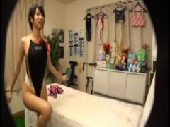 整体治療院にやってきた競泳水着姿の巨乳アスリート女子大生。変態施術師...