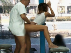 マジックミラー号 ヤバイッ! イクゥゥッ! 渋谷ギャルが媚薬エステで強制発情で大量潮吹き! エグい感じ方で友達の目の前でイキ狂う!
