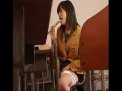 JK笛オナニー ブレザー女子校生が誰もいない教室でリコーダーオナニーして...