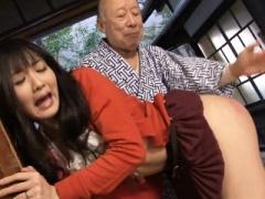 尻を突き出し、義父のスパンキングに悶絶するマゾ嫁