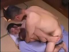 親近相姦 変態父親が娘の寝込みを襲って強引にナマでレイプ