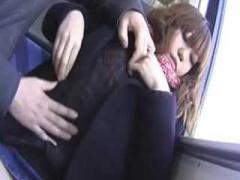 電車で巨乳娘の隣に座りおっぱい鷲掴み! 頭を押さえつけて無理やりフェラ...