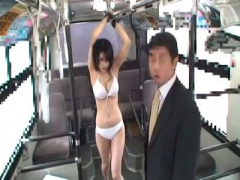 拘束レイプ 巨乳水着美女がバスに吊るされてたから犯したらド変態チンポ中...