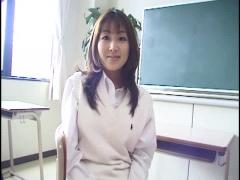 美女OLに制服×ニーソで教室禁断エッチ開始!