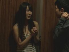 部屋で変な音がすると童貞大学生を部屋に連れてきてそのままエッチに誘惑...