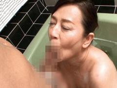 豊満な還暦熟女の洗体フェラチオ&手コキ抜きがエロ過ぎる! 六十路 巨乳