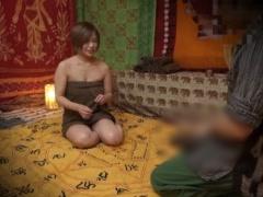 人妻もエスニックな異次元的ムードの密室で体験するマッサージに身も心も...