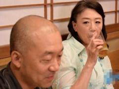 63歳の不倫妻 夫とはずいぶんとご無沙汰妻 何十年ぶりに会う仲間と激しい...
