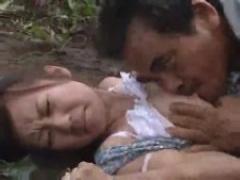 ヘンリー塚本 田舎の峠道で襲われた女が森林に連れ込まれ無理やりレイプさ...