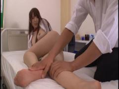 女教師 生徒に保健室に呼び出され首輪をつけられチンポで弄ばれるペットに...