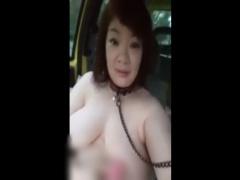 車の中で全裸にされ首輪を装着される爆乳デブ熟女! あふれる肉便器感が卑猥!