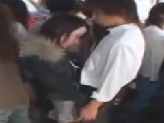 満員電車の揺れを利用しイケメンに近づきち〇ぽを手コキする痴漢女