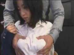 大量の母乳を搾り出し感じちゃう童顔の巨乳女子校生