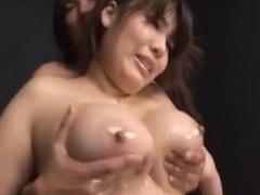 グラマラス女優 の110センチJカップ爆乳をローションマッサージする動画。
