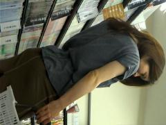 個人撮影 盗撮 ビデオ屋にいたヤンキーDQN女のパンチラ隠し撮り! 素人投稿