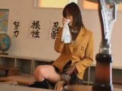 女子校生が片思い中の男の子のシャツの臭いを嗅ぎながらオナニーにふける