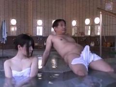 混浴温泉で盛り上がった勃起男根を見せつけてきたおっさんに発情しちゃっ...