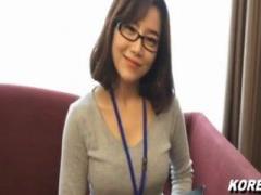 韓国美女 大企業で働く眼鏡が似合うエリート韓国美女にエッチなアンケート...