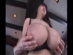 乳房が異常発達した超乳女と濃厚ファック! 下から見上げるデカパイは圧巻!