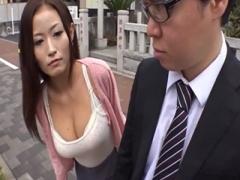 バスで痴漢されてる女性を見て発情した人妻が自分も誰かに痴漢されたくな...