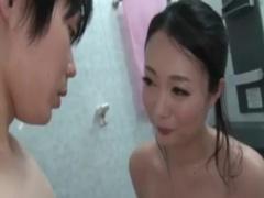 母子相姦 エッチの後に息子と風呂に入りオッパイで洗体しチンポを扱いて洗...