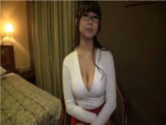 巨乳眼鏡美人をナンパしてホテルでハメ撮り! すっごいおっぱい